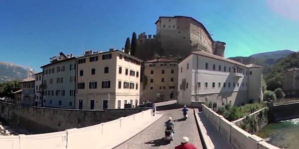 Vespa tour tra musei, castelli e vigneti della Vallagarina