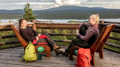 Hetta Jyppyrä Viewpoint and Lean-To shelter is only 1.9 km from Fell Lapland Visitor Centre and offers great view to Pyhäkero Fell.
