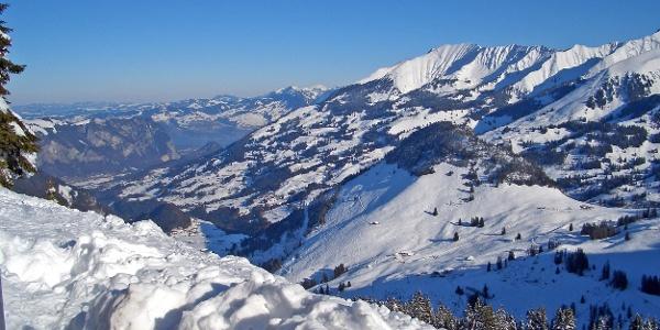 Blick ab Homad auf Start der Schneeschuhtour