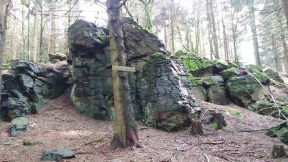 Der mystisch aussehende Bartenstein in der Nähe von Gustemhain.
