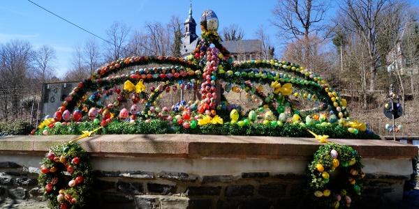 Velikonoční kašna v Gornsdorfu