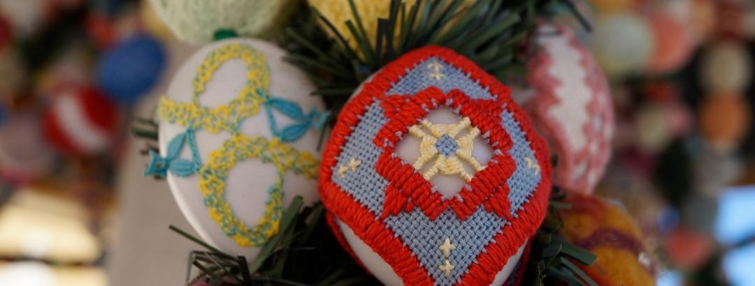 Velikonoční kašna v Geyeru