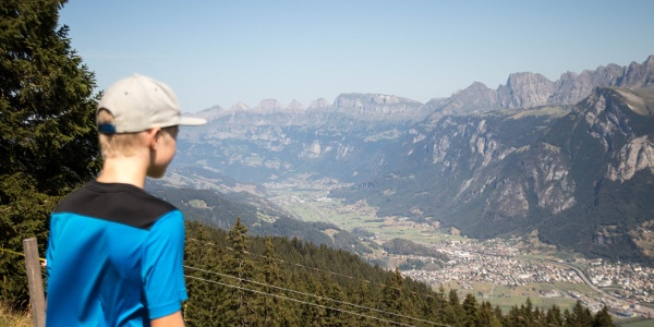 Along the Heidi trail, hikers can expect a panoramic view of the opposite mountain panorama.