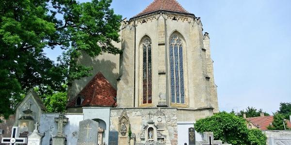 Sírkövek a soproni Szent Mihály főangyal-templom mögött