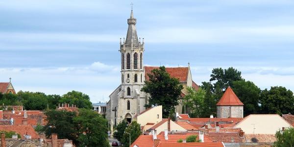 A soproni Szent Mihály főangyal-templom a Tűztoronyból