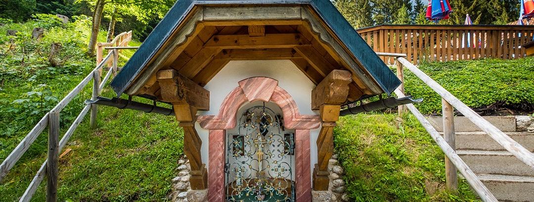 Kapelle und Terrasse am Söldenköpfl