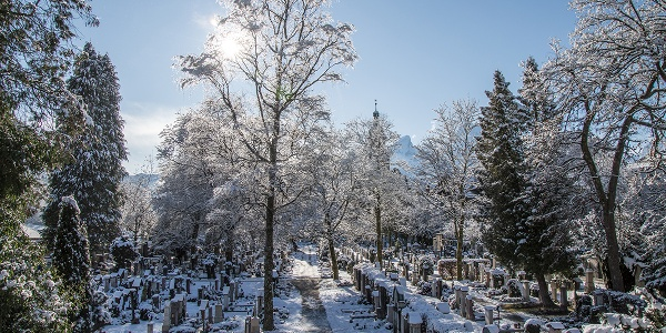 <![CDATA[Der Berchtesgadener Friedhof im Winter]]>
