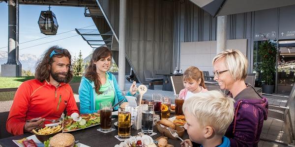 <![CDATA[Familien Brunch in der Halbzeit an der Mittelstation der Jennerbahn]]>