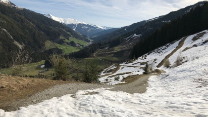 Foto von : Torhelm über Weißbachalm vom Gerlostal •  (22.04.2019 15:52:49 #1)