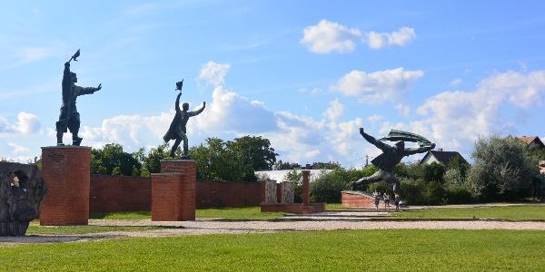 Gigantikus szobrok a Memento Parkban