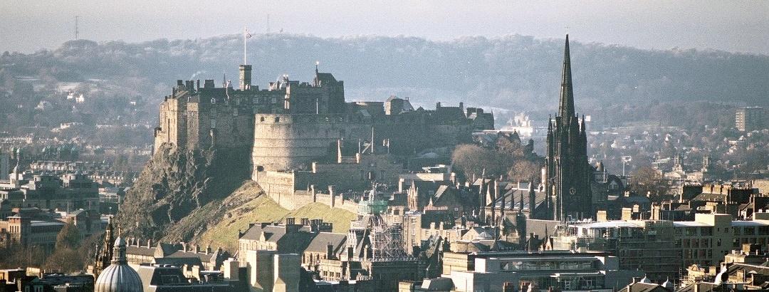 Blick auf Edinburgh Castle von Arthur's Seat