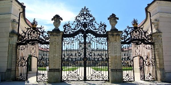 A fertődi kastély kovácsoltvas kapuja
