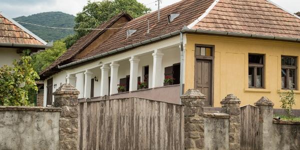 Tornácos ház Perőcsényen