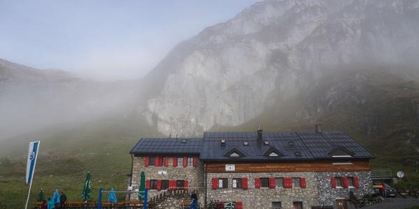 Start an der Ravensburger Hütte (1), hier im Morgennebel.
