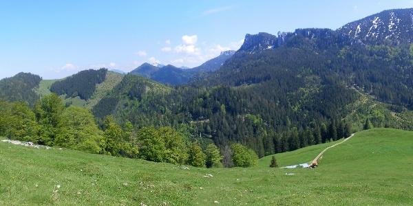 Schwarzenberg und Erlbergkopf links, Gedererwand rechts