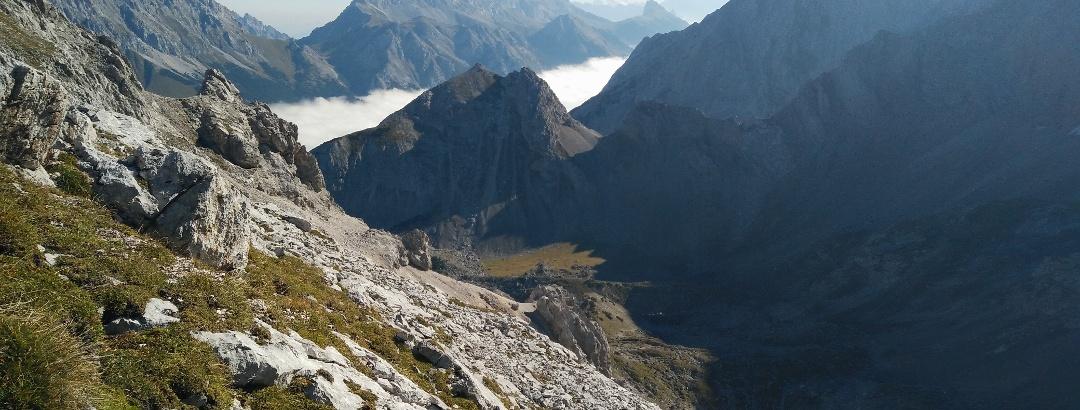 Das weitläufige Brendlkar wird vom Igelskopf mit der dazugehörigen Scharte nach Osten hin begrenzt.