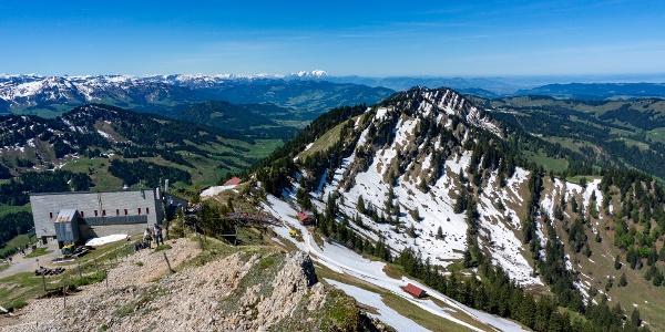 Blick auf Bergstation, Staufer Haus und Seelekopf