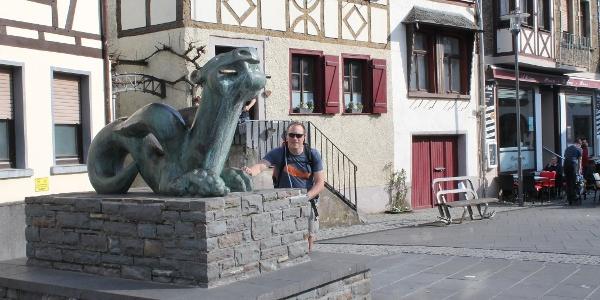 Tatzelwurmbrunnen auf dem Marktplatz in Kobern-Gondorf
