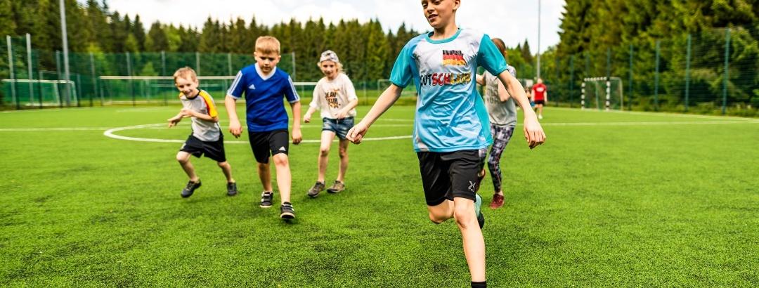 Fußballspielen im Waldpark Grünheide