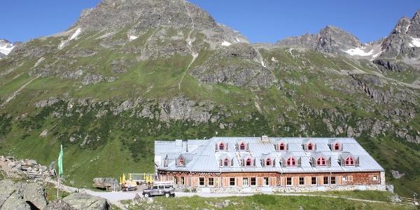 Jamtalhütte (2165 m).