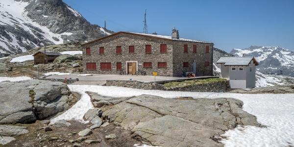 Fuorcla Surlej Mountain Hut (11km)