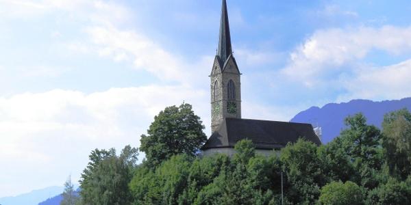 Kirche Tamins mal von der Bergseite