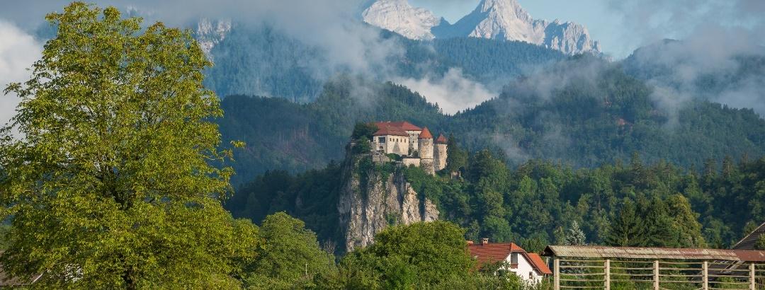 Pogled proti Bledu na poti s Šobca
