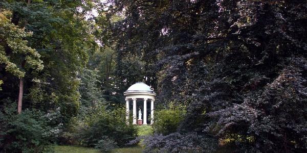Die Statue im Parktempel zeigt die griechische Erdgöttin DEMETER.