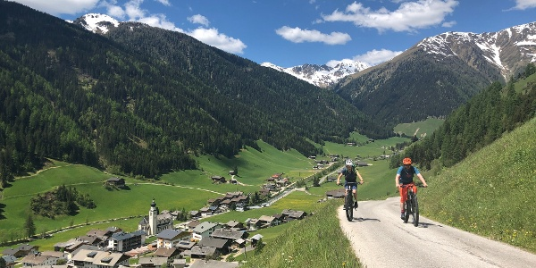 Erster Anstieg mit Blick in das Tal
