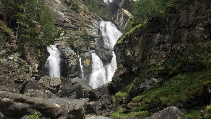 The highest waterfall at the Lillaz Cascade