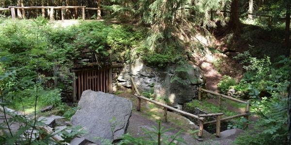 Stülpner-Höhle im Greifensteinwald