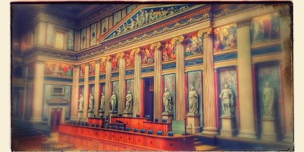 Historischer Reichsratssitzungssaal im österreichischen Parlament