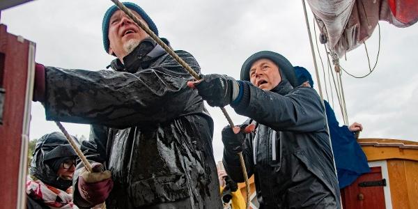 Tacksamheten - hoisting the sails