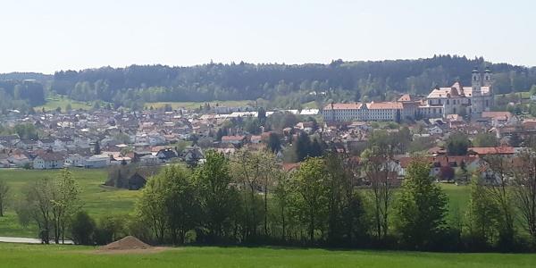 Blick über Ottobeuren von Halbersberg