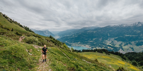 Aufstieg zur Alp Tschingla mit Sicht auf den Walensee