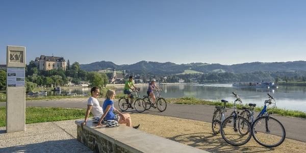 Römer-Rastplatz entlang des Donauradweges bei Grein
