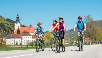 Donauradweg beim Stift Engelszell in Engelhartszell