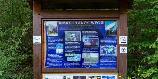 Infotafel Max Planck Weg