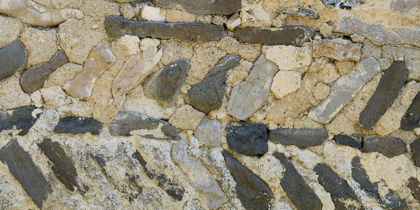 Érdekes falrakási technika figyelhető meg a Szent Balázs templom romján