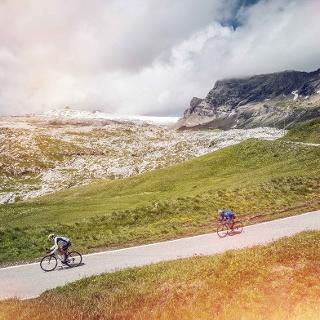 Cyclistes, col du Sanetsch