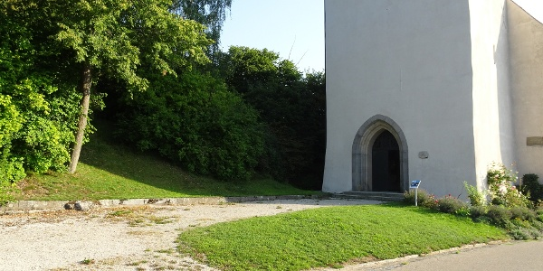 Kurz vor der St. Wolfgangskirche links die Böschung hoch!