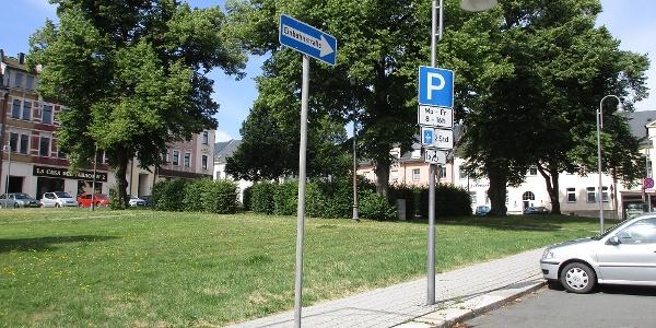 2 h Parkplatz sowie 2 Behinderten-Parkplätze