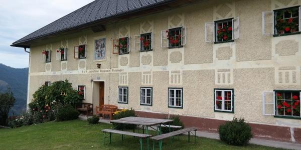 Der Kronbauer, ehemals Jausenstation, an einem wunderbar aussichtsvollen Platz gelegen.
