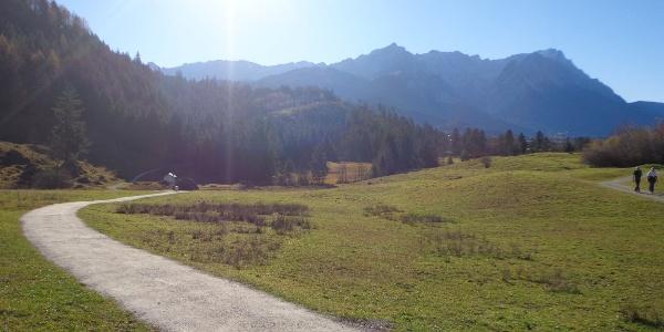 Blick von Farchant nach Garmisch-Partenkirchen