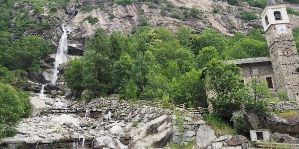 Sehenswerter Wasserfall oberhalb von Noasca