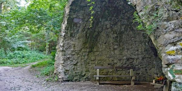 Die Wegweiser links neben der Antonsgrotte zeigen den Weg zum Kalkgraben der A Antonsgrotte
