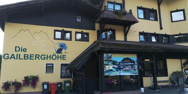 Start zur 26., anstrengenden Etappe des Julius-Kugy-Dreiländerweges beim Gh. Gailberghöhe an der B 110