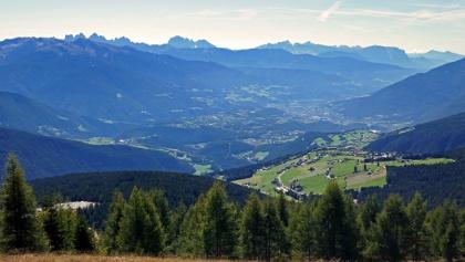 Blick über Brixen zum Rosengarten
