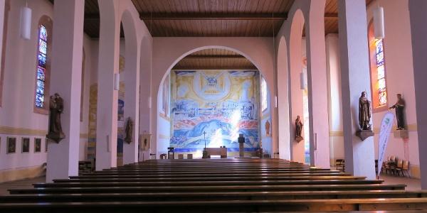 Innenraum der Pfarrkirche St. Gordian und Epimach.