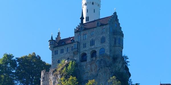 Blick von Honau zum Schloss Lichtenstein